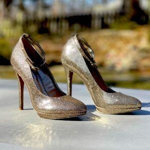 STEVE MADDEN 8 Adelea Metallic Gold Platform Heel
